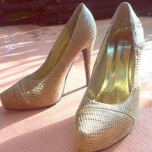 Shoes - Brown pump heels size 7